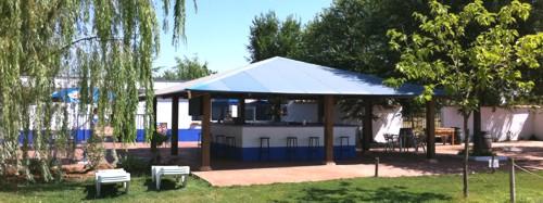 chiringuito_en_la_piscina_del_camping_los_arenales_almagro